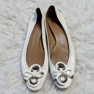 Elie Tahari White Silver Bow Slip On Flat sz 40